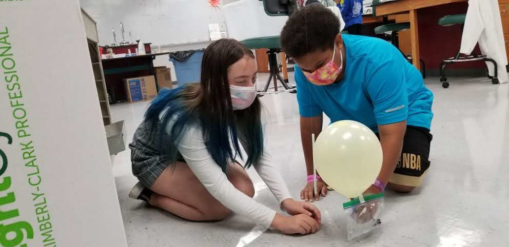 Launching balloon rockets to lift the heaviest payload